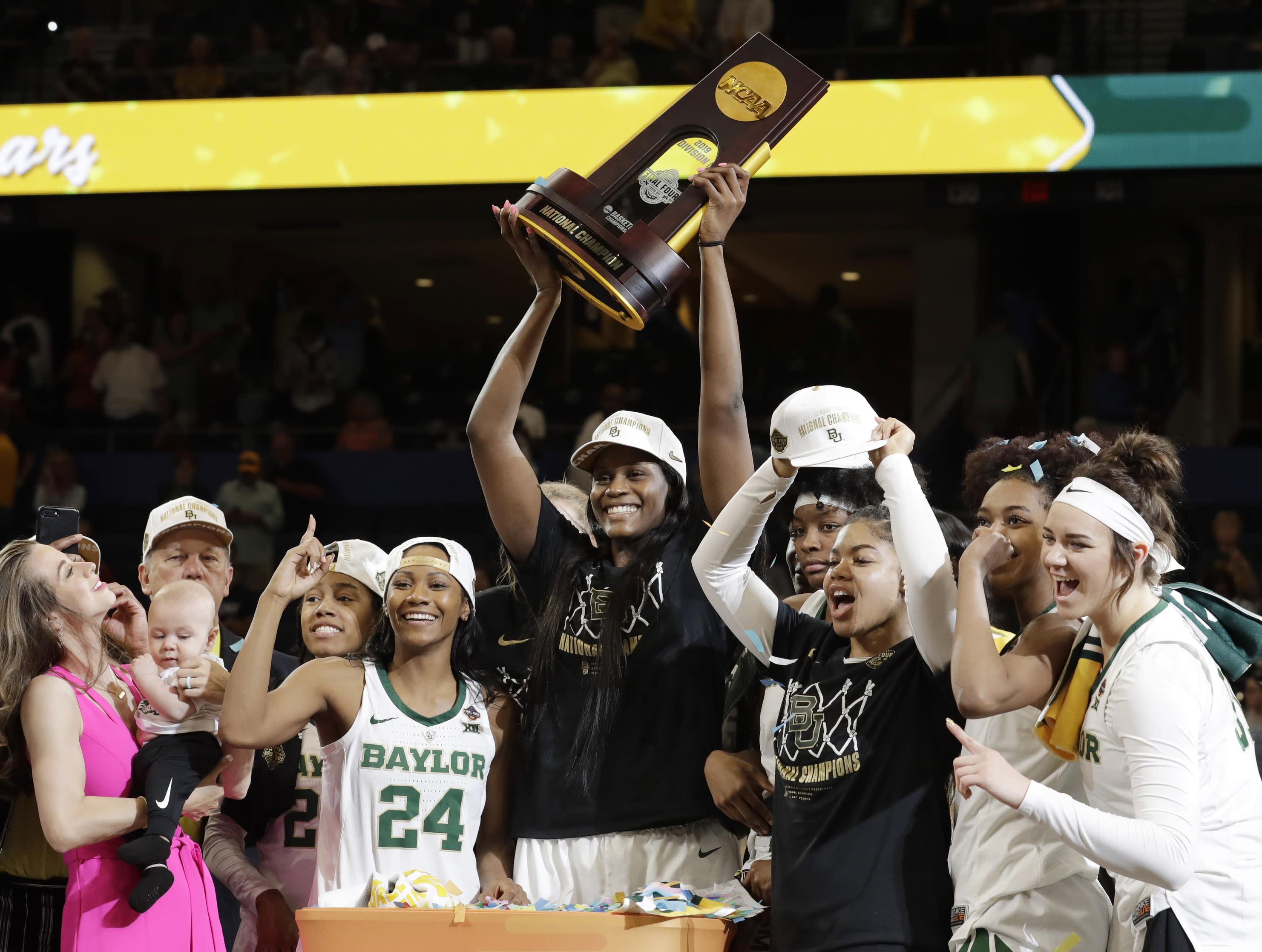 est womens basketball title - HD2963×2235
