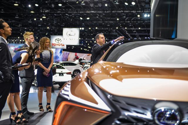 Auto Show 2020 Detroit.2020 Detroit Auto Show Will Move To Warmer Weather Month