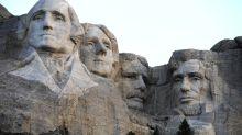 El monte Rushmore, una herida abierta para los indígenas, espera a Trump