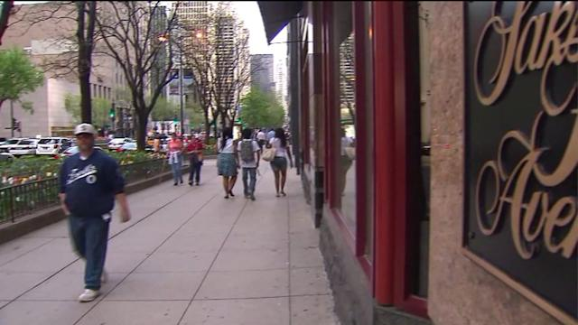 Woman robbed of $200K in jewelry and cash on Magnificent Mile