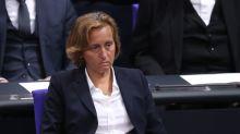 Haselnuss des Monats: Beatrix von Storch kassiert Negativ-Preis