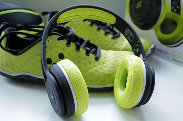 50 Cent's new sports headphones aren't subtle, and that's OK