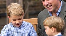 Prinz George bekommt einen Riesenhaizahn geschenkt