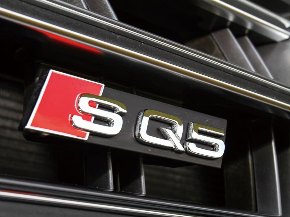 水箱護罩上嵌入了彰顯身分的SQ5銘牌字樣。