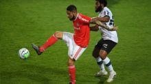 Com passe de Galhardo e gol de Guerrero, Inter supera o Coritiba na estreia do Brasileirão