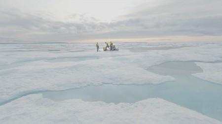 Scientists find tiny pieces of plastic in Arctic ice