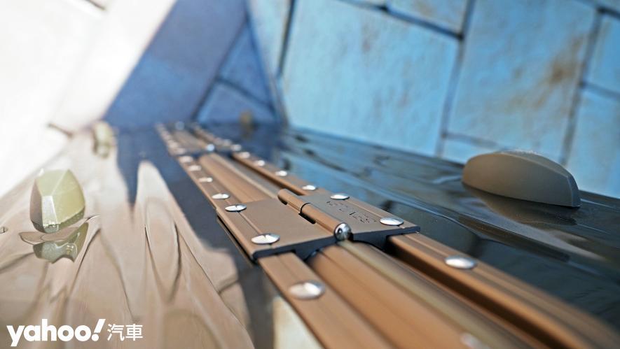 開車旅行更該極致優雅!Bentley 29吋PC+ABS鋁框輕量化行李箱迷人開箱 - 6