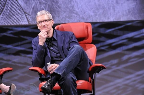 Tim Cook and Larry Page reportedly chat about patent war