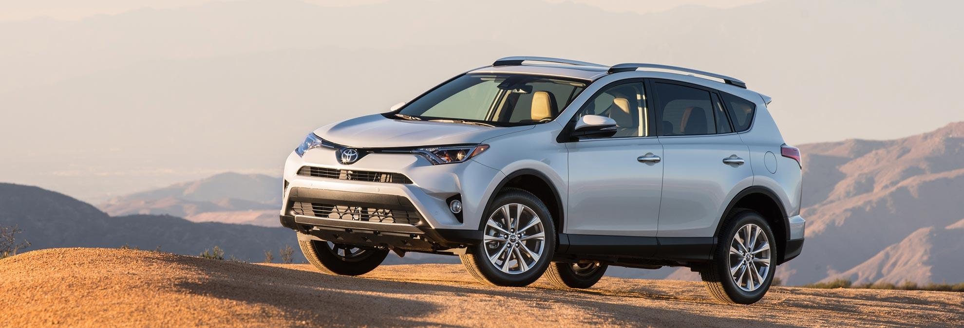 Honda cr v vs toyota rav4 which should you buy for Honda crv vs toyota highlander
