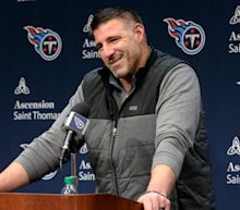 Titans' Mike Vrabel cracks joke about Seahawks DB caught sneaking lady into team hotel