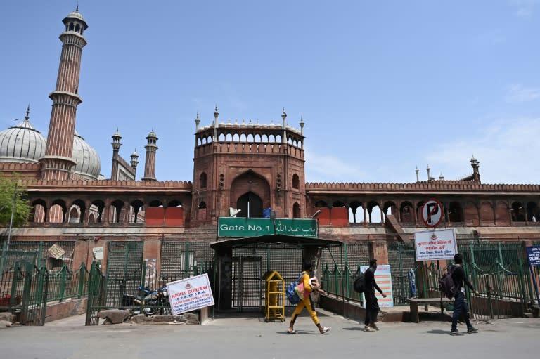 Nova Délhi enfrenta 'desoladora' batalha contra covid-19