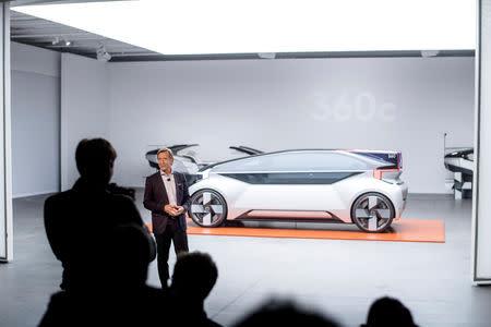 volvo reveals  robo taxi  race  autonomy