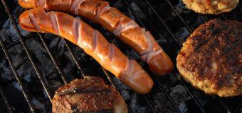 Großer Lebensmittelrückruf für Grill- und Wurstwaren