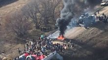 Police begin removing protesters from Dakota pipeline encampment