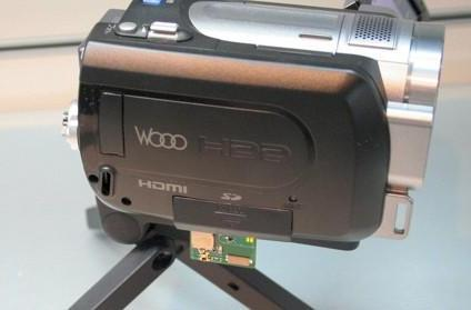 Hitachi demonstrates wireless HD camcorder transfer at CEATEC