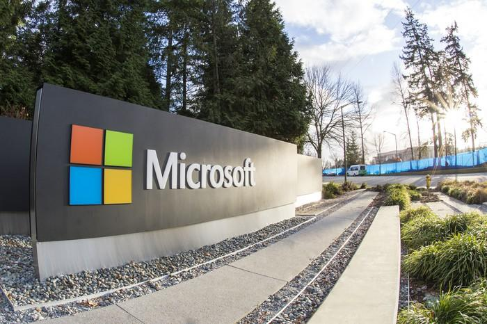 """Bill Gates Says This Type of AI Will Be Worth """"10 Microsofts"""""""