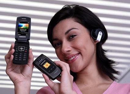 "Samsung SGH-A707 ""SYNC"" launches on Cingular"
