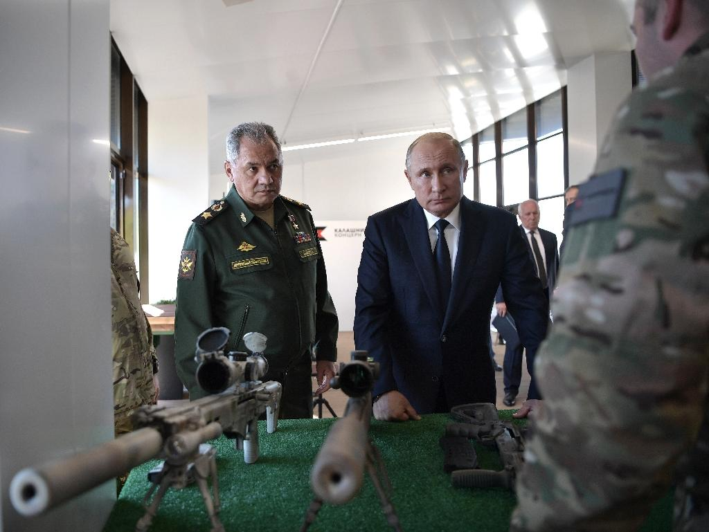 Russian President Vladimir Putin and Russian Defence Minister Sergei Shoigu visited the military Patriot Park in Kubinka, outside Moscow (AFP Photo/Alexey NIKOLSKY)