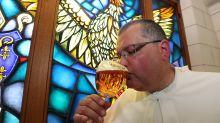 Monjes belgas rescatan una cerveza de hace 220 años