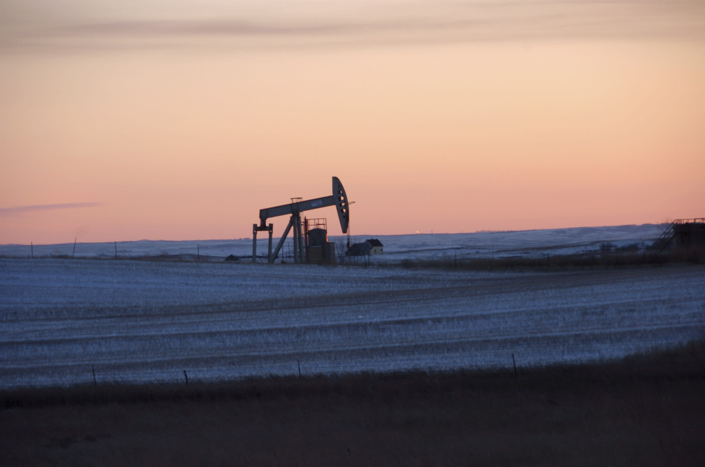 Don't expect oil prices to recover just yet: Energy analyst