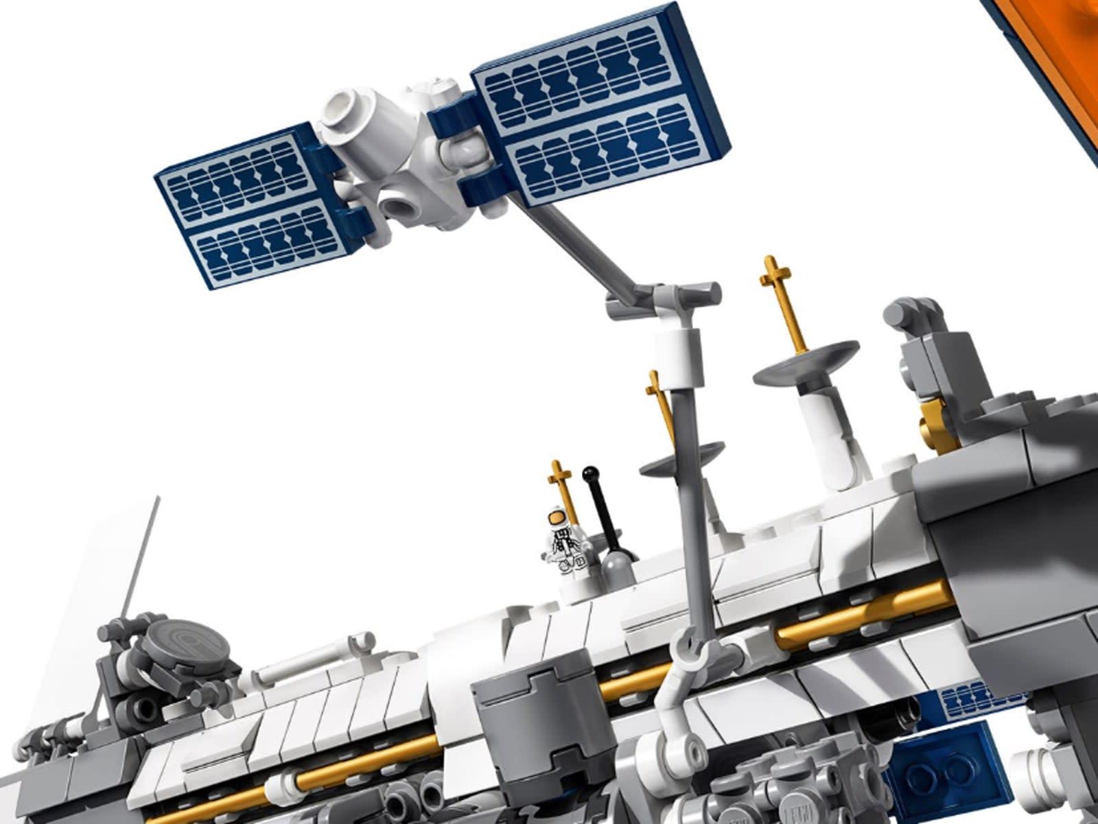 Lego ISS inline