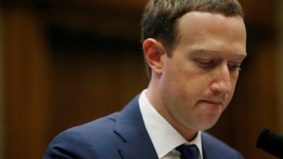 Facebook workers like Zuck less and less