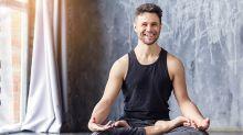 6 razones de por qué los hombres deberían de practicar más yoga