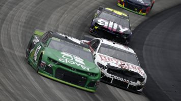 Kyle Larson wins a snoozer at Dover
