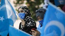 Soutien aux Ouïghours : pourquoi les réseaux sociaux sont-ils envahis de carrés bleus ciel?