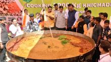 Nagpur Chef Makes 3000 Kgs of Khichdi to Set World Record Ahead of World Food Day 2018