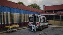 """""""Prefiero quedarme en casa y morir"""": contagiado de coronavirus en México"""