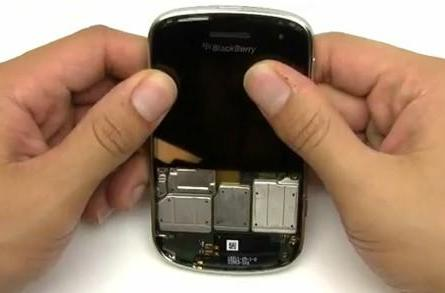 BlackBerry Bold 9900 torn down, put back together for your amusement (video)