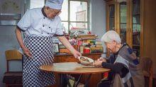 This Elderly Couple'sAnniversary Photo Shoot Is Super Adorable