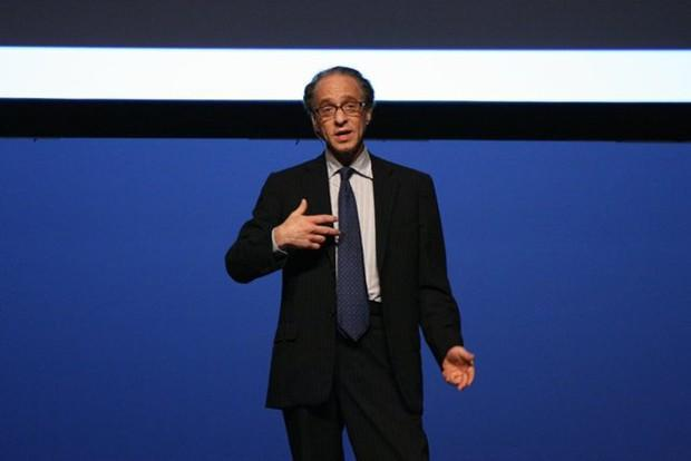 Ray Kurzweil becomes a Googler, named Director of Engineering