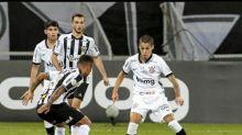 Gabriel Pereira comemora estreia pelo profissional do Corinthians