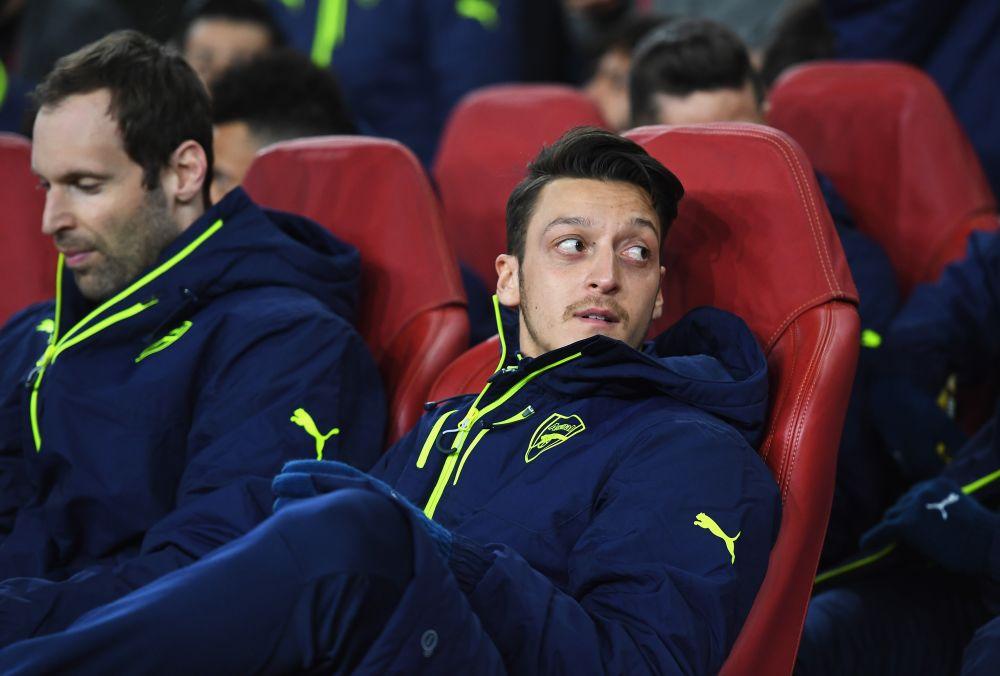 Arsenal, Henry tacle Mesut Özil