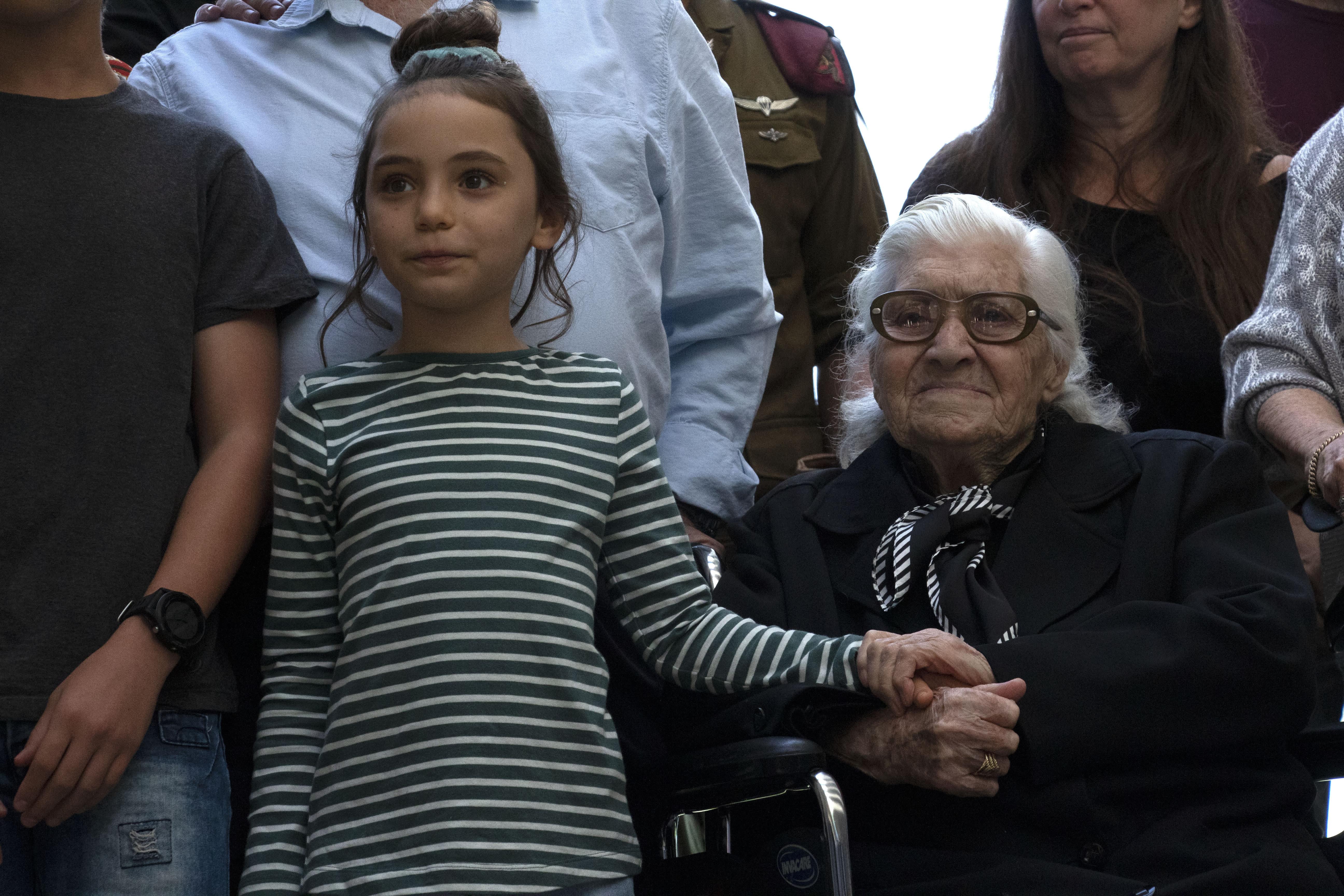 WW2 Jewish survivors in rare reunion with Greek rescuer