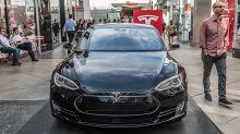 Tech Stocks Lower As Apple Cuts iPhone Production; Tesla Breaks Out