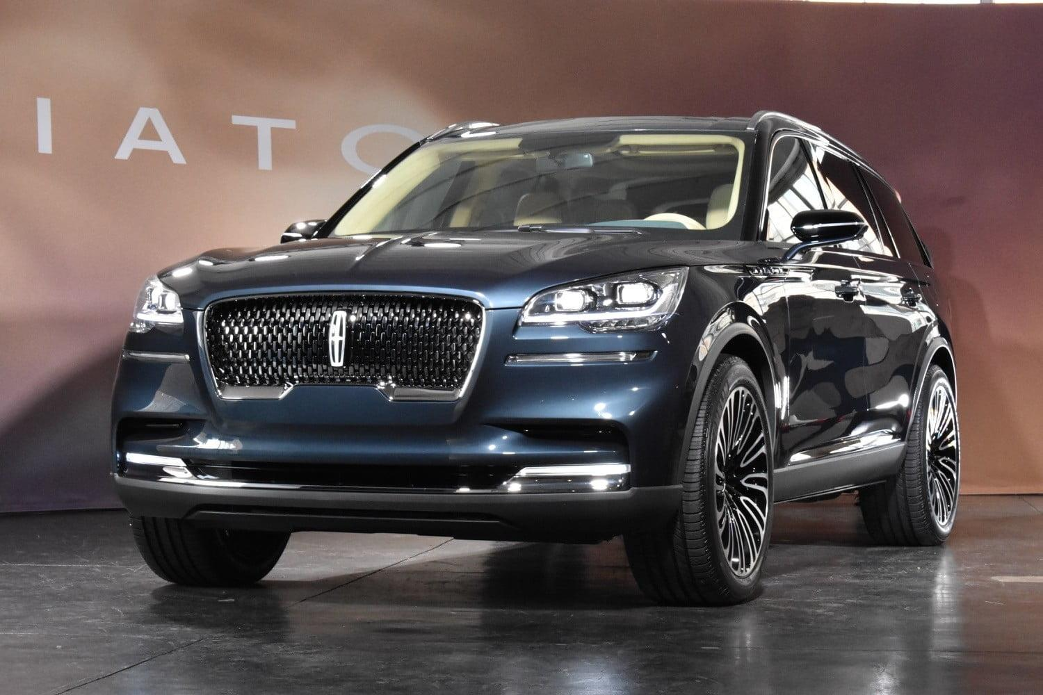lincoln s aviator luxury suv makes its return as a stylish plug in hybrid. Black Bedroom Furniture Sets. Home Design Ideas