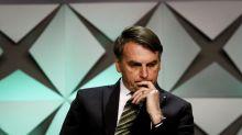Golpistas gastam R$ 290 mil em cartões da família Bolsonaro, diz site