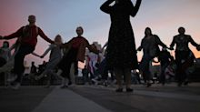 Proteste in Belarus: Frauen singen Wiegenlied gegen Präsident Alexander Lukaschenko