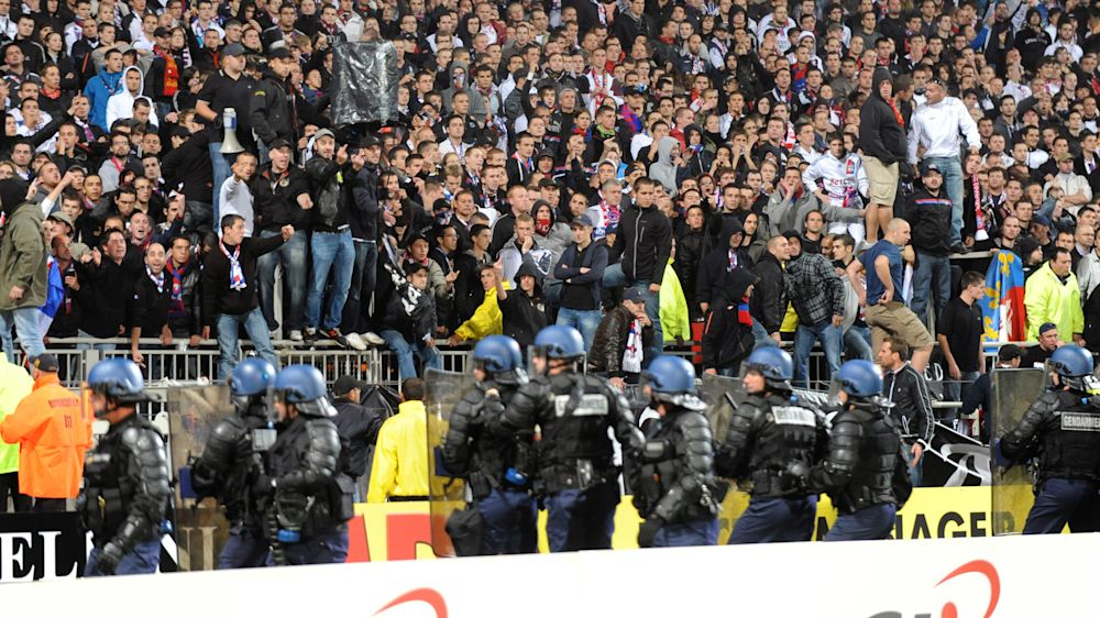 Nach Ausschreitungen in Lyon: UEFA-Urteil am Mittwoch