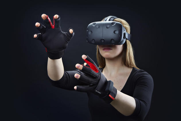 Hands-in with the gloves that virtual reality needs