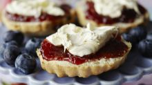 Former royal chef gives online lessons on how to make Queen's scones