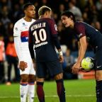 Alves denies favouritism in explaining Neymar-Cavani spat at Paris Saint-Germain