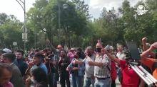 Seguidores de AMLO llegan al plantón de Frenaaa