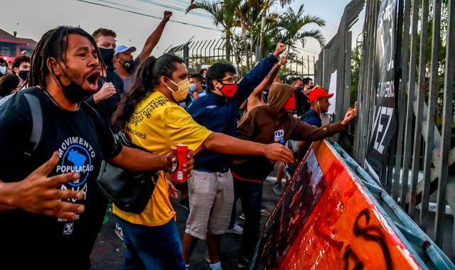 Brazil Death Of Man Beaten By Carrefour Security Guards Sparks Protests