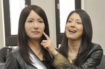 Hiroshi Ishiguro's Geminoid-F humanoid mimics Earthlings, is definitely the beginning of the end (video)