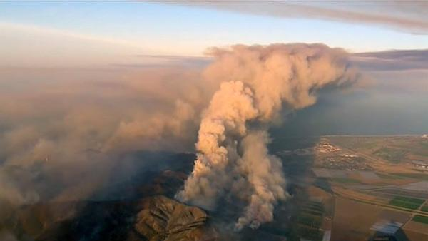 SoCal wildfire burns 15-mile path to Pacific