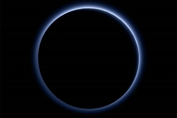 NASA finds that Pluto has blue skies and surface water ice